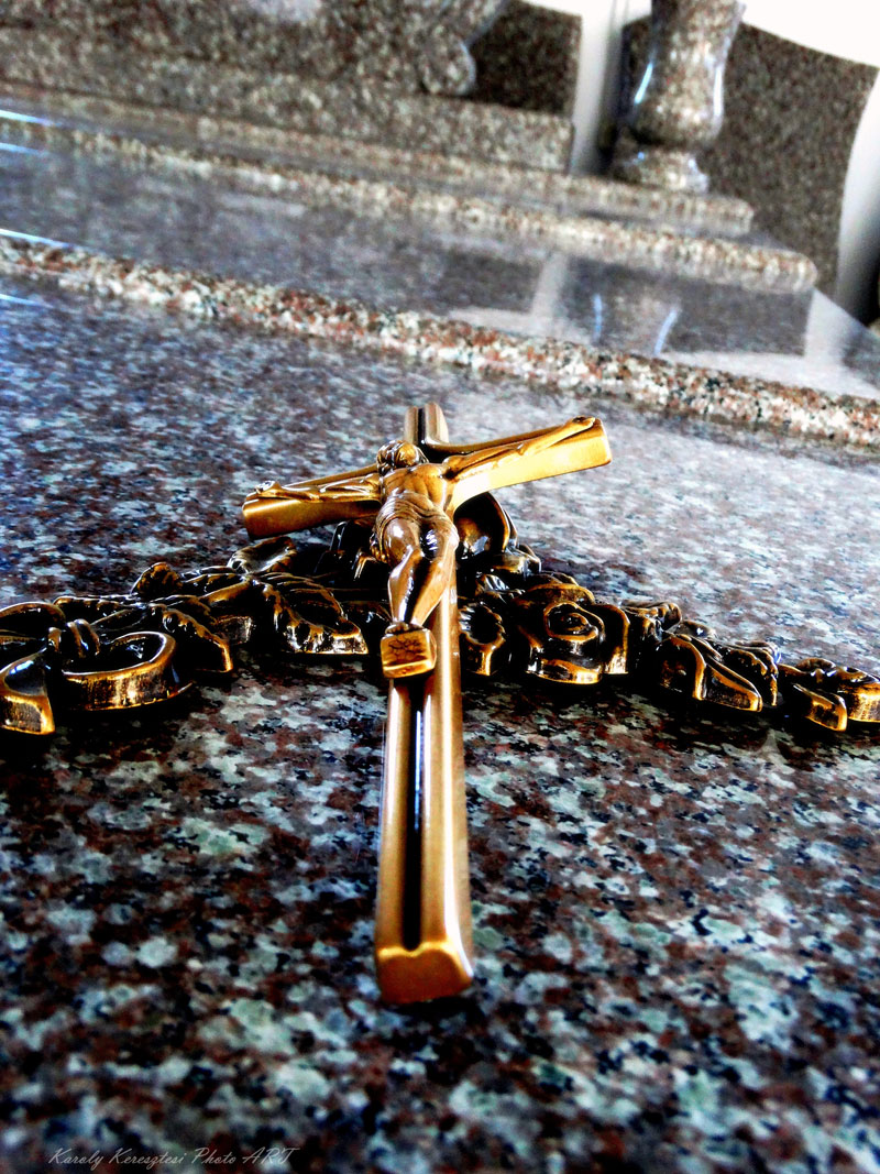 Sírkő síremlék urnasír egyedi sír sírköves Orosháza bemutatóterem 007