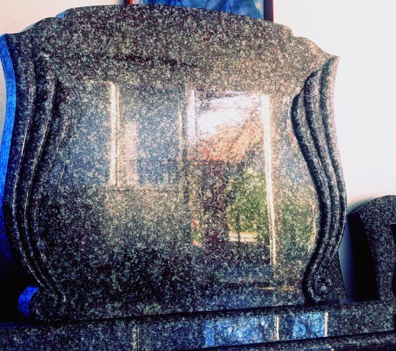 Sírkő síremlék urnasír egyedi sír sírköves Orosháza bemutatóterem 012