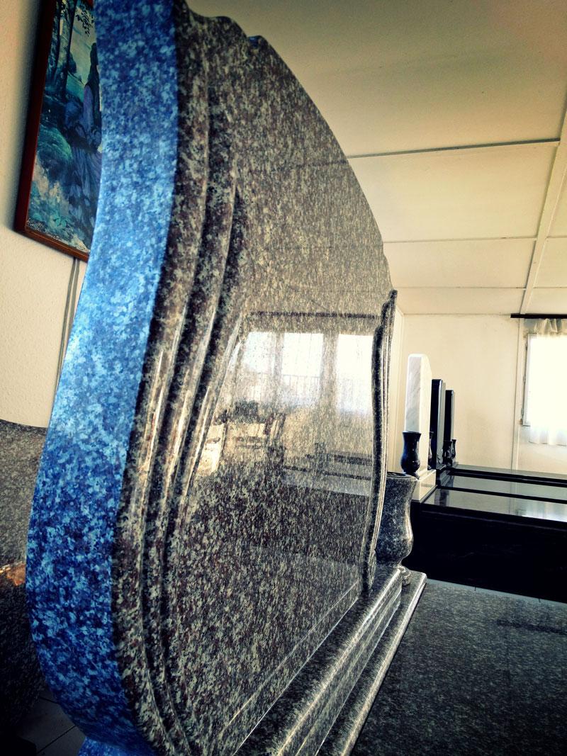 Sírkő síremlék urnasír egyedi sír sírköves Orosháza bemutatóterem 014