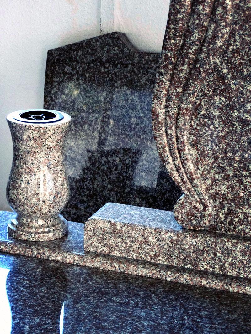 Sírkő síremlék urnasír egyedi sír sírköves Orosháza bemutatóterem 015