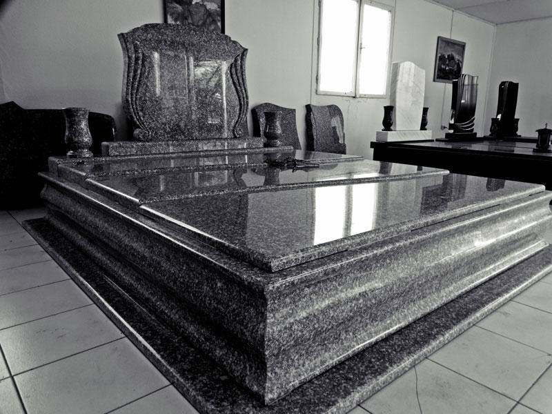 Sírkő síremlék urnasír egyedi sír sírköves Orosháza bemutatóterem 022