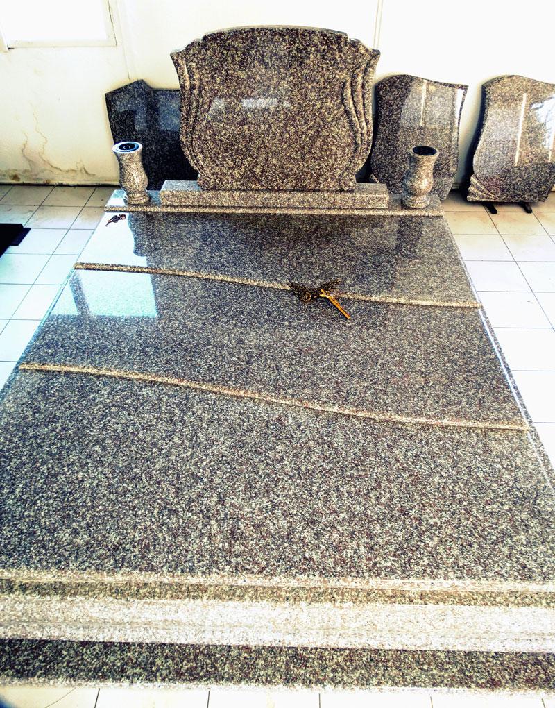 Sírkő síremlék urnasír egyedi sír sírköves Orosháza bemutatóterem 027