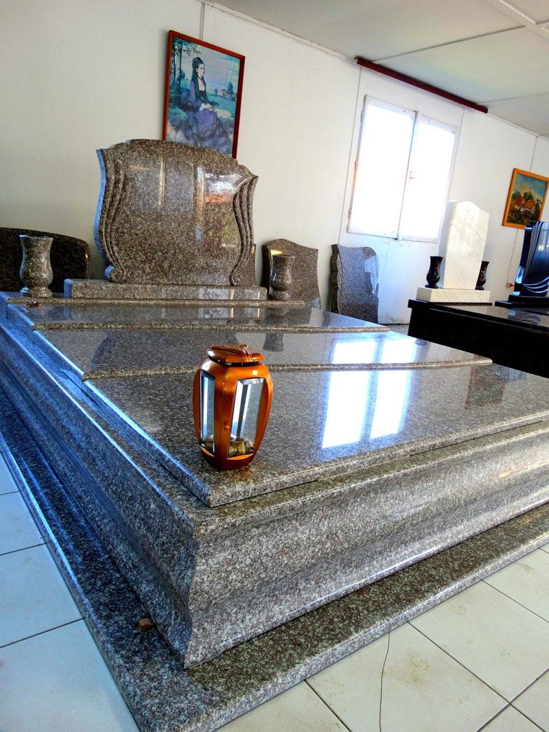 Sírkő síremlék urnasír egyedi sír sírköves Orosháza bemutatóterem 030