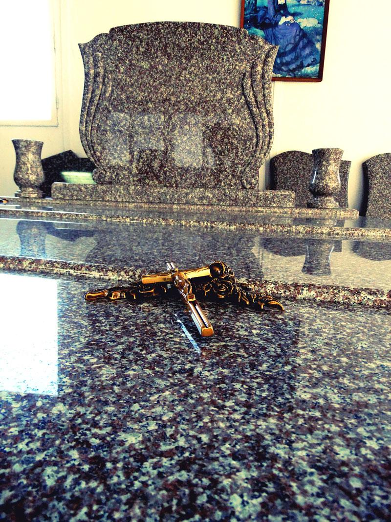 Sírkő síremlék urnasír egyedi sír sírköves Orosháza bemutatóterem 033